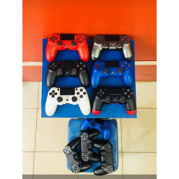 PS4 controllers - 1/2