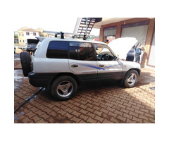 Toyota Rav4 Pearl white