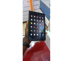 Uk used Samsung galaxy tab E wifi 8gb internal memory 1gb ram with minor cracks  Call 0702224313 / 0