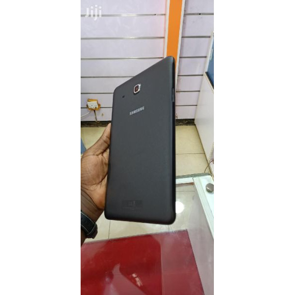 Uk used Samsung galaxy tab E wifi 8gb internal memory 1gb ram with minor cracks  Call 0702224313 / 0 - 5/5