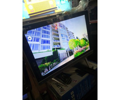19inch flat screen TV brand new at 220k