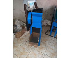 Charcoal briquettes machine and charcoal crusher