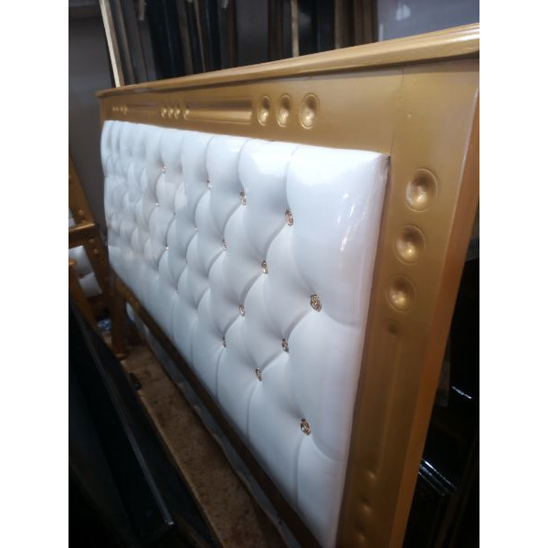 Gold leather bed - 2/2