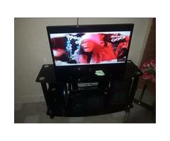 32 inch LG flat smart screen TV