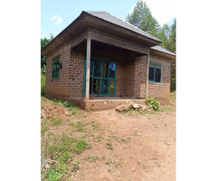 A house on sell in sissa Entebbe road.