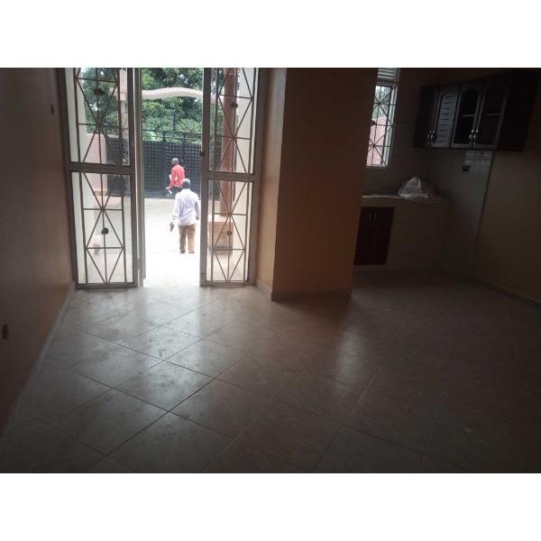Bukoto double room for rent - 4/5